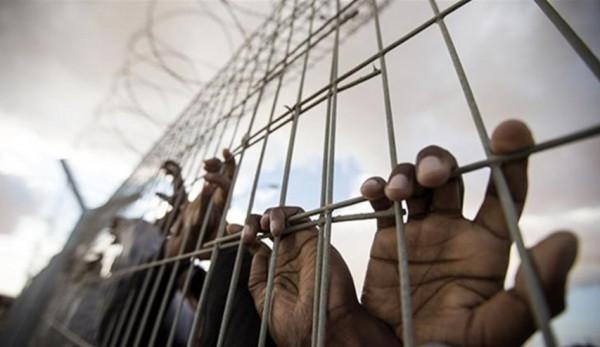 مركز فلسطين: 61 عميداً للأسرى في سجون الاحتلال