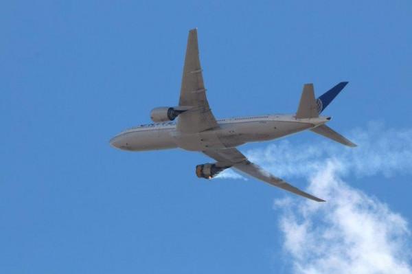 شاهد: طائرة تشتعل في السماء أثناء التحليق