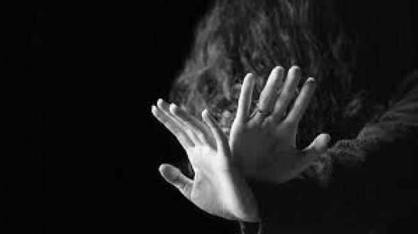 تحت تعاطي المخدرات.. القبض على متهمين شرعوا باغتصاب جماعي لفتيات في صحراء