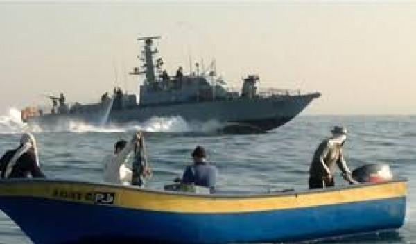 بحرية الاحتلال تستهدف زوارق الصيادين في بحر غزة