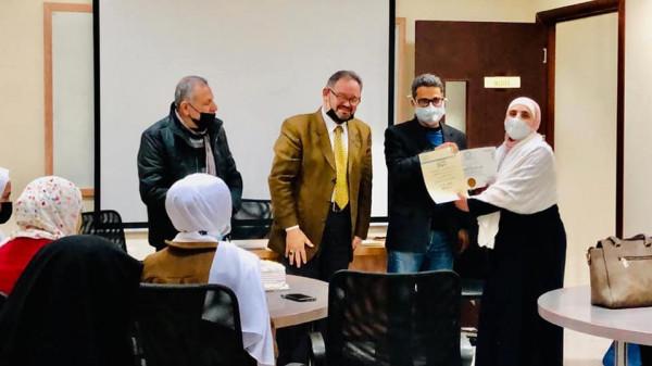 النجاح الوطنية تنهي تخريج دورتان تدريبيتان في مجال إدارة البرامج الصحية و الطب