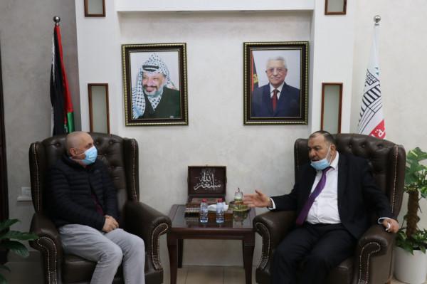 """أبو سنينة يبحث مع مؤسسة """"تيكا"""" التركية مشاريع تطويرية للمدينة"""