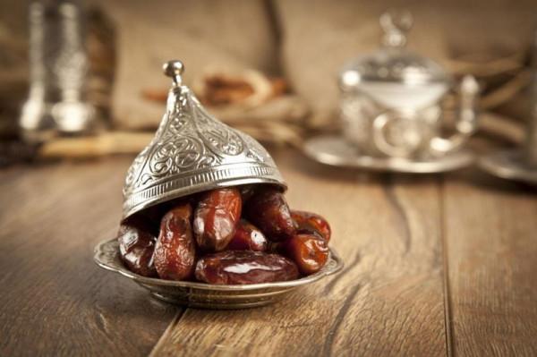 إليكِ أهم الأفكار لتزيين سفرة رمضان