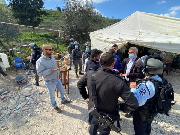 الاحتلال يعتدي على المواطنين بخيمة التضامن مع عائلة عليان في القدس