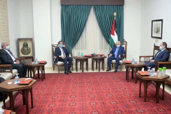الرئيس عباس يستقبل رئيس مجلس إدارة بنك فلسطين