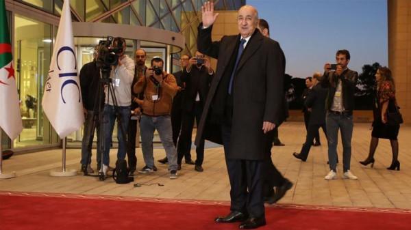الرئيس الجزائري: الجيش بعيد عن السياسة ونفذنا أغلب مطالب الحراك