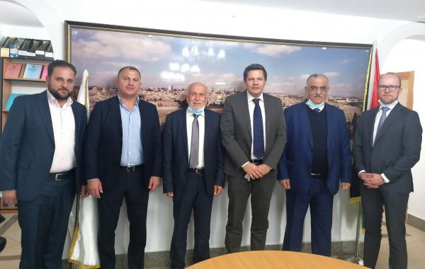 العامور يلتقي مع ممثل سويسرا في فلسطين
