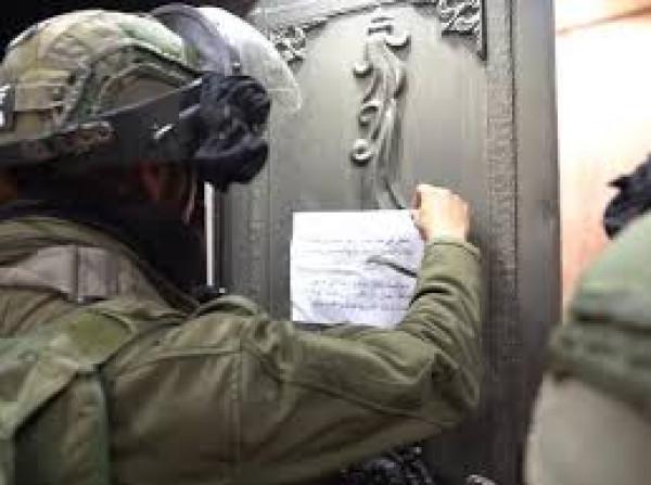 الاحتلال يخطر مواطنين بوقف استصلاح أراضيهم في مسافر يطا