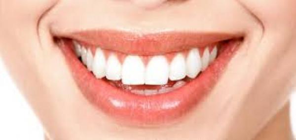 هل يمكننا أن نتخلص من البقع البنية على الأسنان ؟