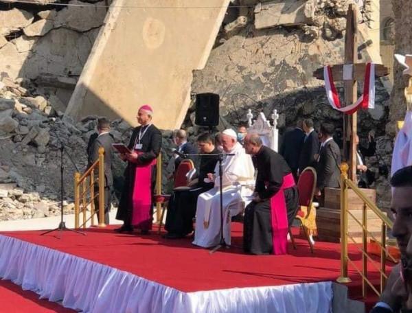 من الموصل وسط ركام الحرب.. بابا الفاتيكان فرانسيس يدعو إلى السلام