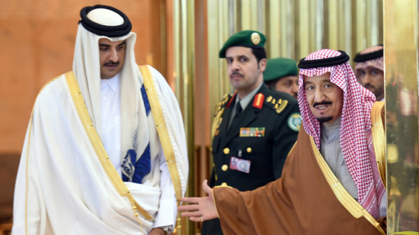 رسالة من العاهل السعودي إلى أمير قطر
