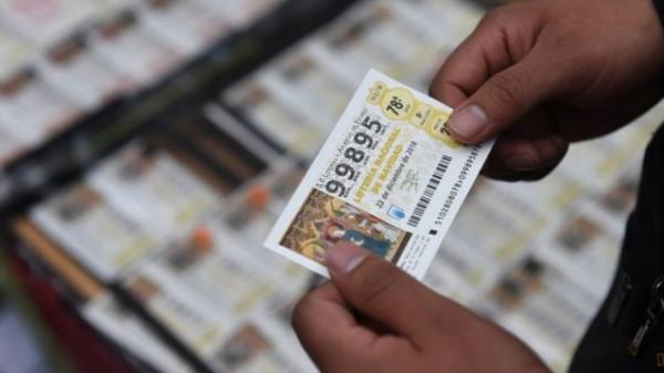 بعد أن فقدها.. أمريكي يعثر على تذكرة يانصيب بقيمة مليون دولار