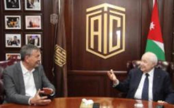 """أبوغزاله يلتقي لازاريني المفوض العام لـ""""الأونروا"""""""