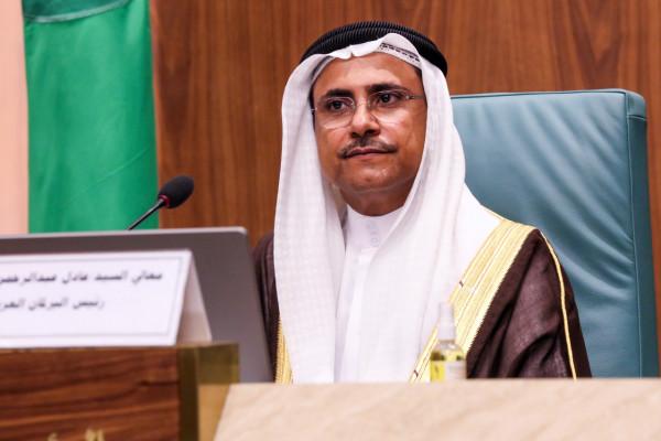 رئيس البرلمان العربي يشيد بنجاح الجهود المصرية في إنهاء أزمة السفينة الجانحة