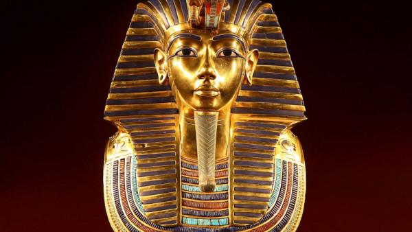 (موكب المومياوات الملكية).. يُسقط مصر في مستنقع لعنة الفراعنة