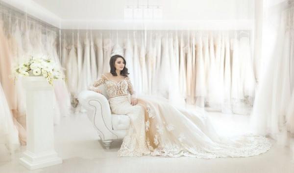 إليكِ أجمل موديلات فساتين الزفاف الإغريقية لعروس 2021