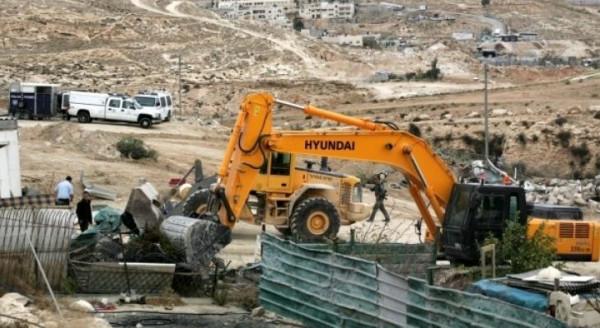 الاحتلال يخطر بهدم عشرات المنشآت في الأغوار الشمالية