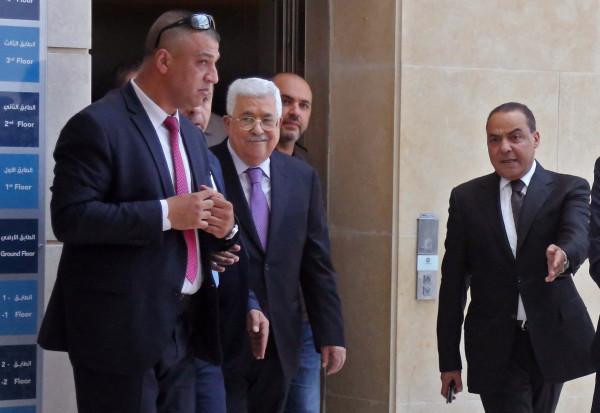 بعد رحلة علاج في ألمانيا.. الرئيس عباس يعود إلى رام الله