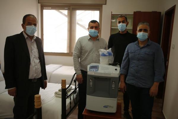 """""""الرواد"""" توفر أجهزة تنفس اصطناعي لدعم الاستجابة لمرضى فيروس (كورونا) في مخيم عايدة"""
