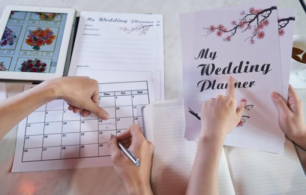 بهذه الخطوات.. التزمي بميزانية زفافك وابتعدي عن التبذير
