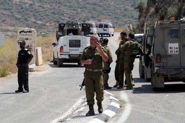 الاحتلال يعتقل مواطنين شرق رام الله