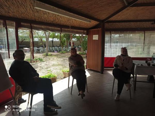 مركز الشيخة فاطمة يستقبل طلبة جامعة خضوري ورعاية الفتيات ينظم ورشة عمل تفريغية