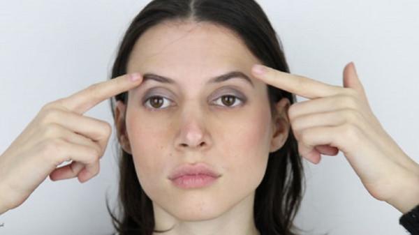 إليكِ أسهل التمارين للقضاء على دهون الوجه