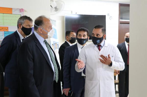 السفير الأمريكي بالأردن يزور المركز الصحي بمخيم البقعة