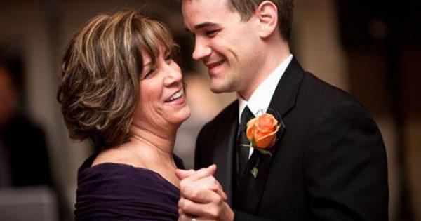 في غاية الصدمة.. شاهد ماذا اكتشفت الأم خلال حفل زواج ابنها