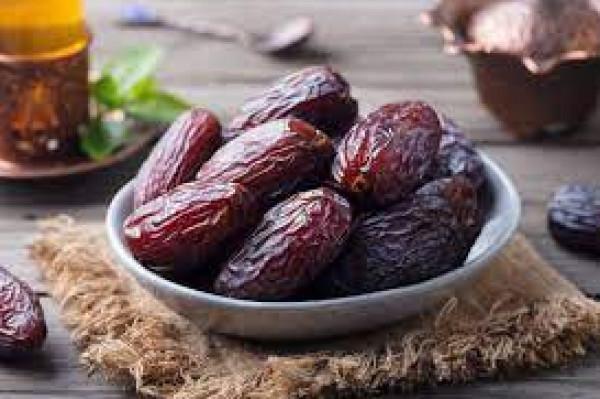تعرف على الفوائد الذهبية لتناول التمر في شهر رمضان