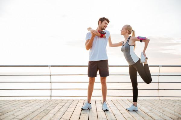 تعرفي على الفوائد المدهشة لممارسة المشي مع زوجك
