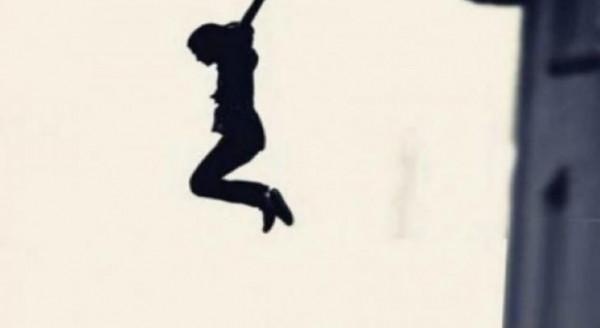 هربا من مغتصبيها.. رجال شرطة يلتقطون فتاة سقطت من أعلى شرفة