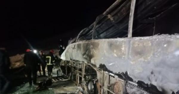 """مصر: مصرع 14 شخصًا بحادث تصادم """"اتوبيس"""" بسيارة نقل بأسيوط"""