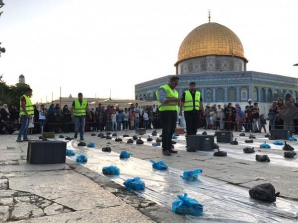 """الاحتلال يمنع ادخال وجبات الإفطار للصائمين المتواجدين في """"الأقصى"""""""