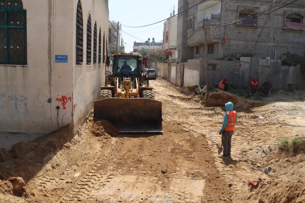 بلدية النصيرات تبدأ بتنفيذ مشروع تطوير شارع حي الرحمة