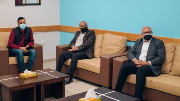مستشفى حمد وبلدية غزة يبحثان تطوير الاتفاقية المشتركة