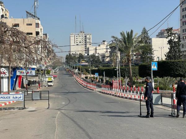 شاهد: سريان الحظر الكلي لحركة المركبات بقطاع غزة اليوم الجمعة