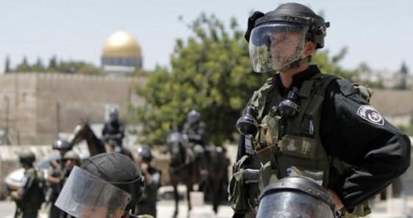 قوات الاحتلال تواصل منع التجمهر بمدرج باب العامود بالقدس منذ بداية رمضان