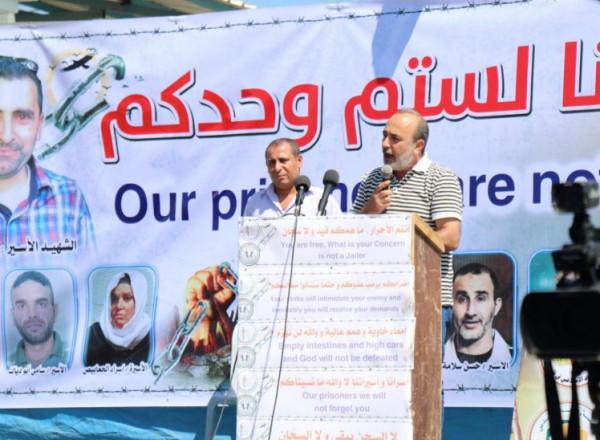 منصور يدعو لإبراز جرائم الاحتلال وممارساته بحق الأسرى وحمل ملفهم للمحافل الدولية