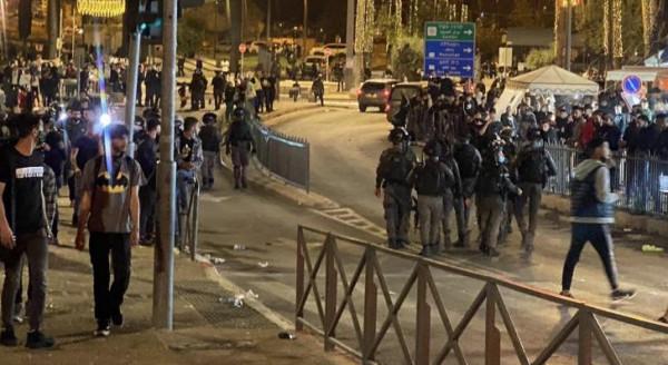 """الاحتلال يقمع عشرات الشبان في """"باب العامود"""" بالقدس المحتلة"""