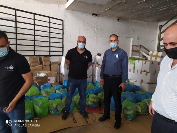 """تنمية بيت لحم و""""ملتمين عالخير"""" يوزعان 108 طرود غذائية للأسر في المحافظة"""