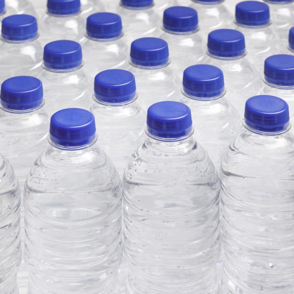 """""""التعليم البيئي"""" يدعو للكف عن تعريض المياه المعدنية والأغذية للشمس"""
