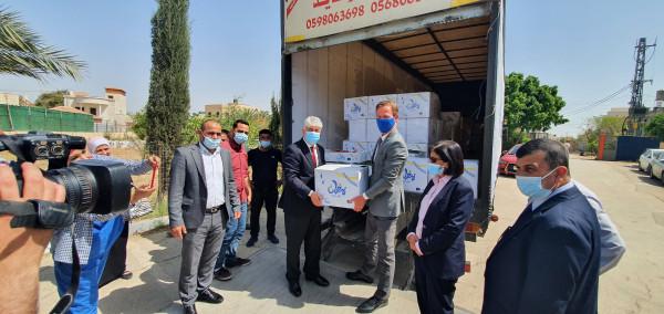 """""""التنمية"""" تتسلم الطرود الغذائية الرمضانية من ممثل الاتحاد الأوروبي لصالح مستفيدي الوزارة والمراكز الإيوائية"""