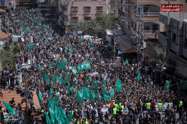 شاهد: مسيرات حاشدة لحركة حماس شمال القطاع رفضاً لتأجيل الانتخابات ودعماً للقدس