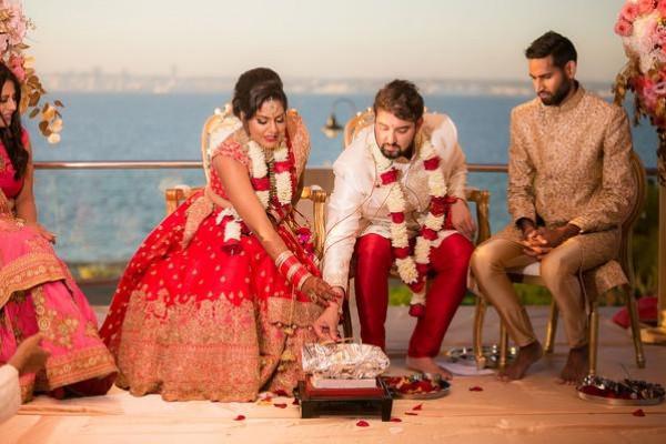 لهذا السبب.. والد العريس و والدة العروس يختمان حفل زواج بنهاية درامية