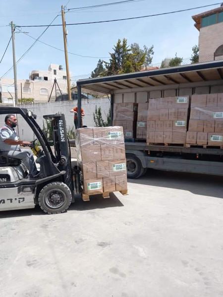 تنمية الخليل بالتعاون مع إغاثة المسلمين البلجيكية توزع 1100 طرد غذائي للأسر الفقيرة