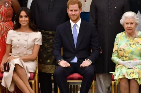 بعد وفاة الأمير فيليب.. شاهد كيف تم استقبال الأمير هاري في مراسم الجنازة