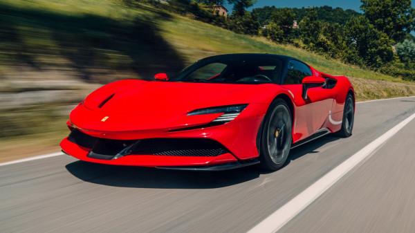 """من ضمنهم """"فيراي"""".. تعرف على أسرع 10 سيارات إيطالية خارقة."""