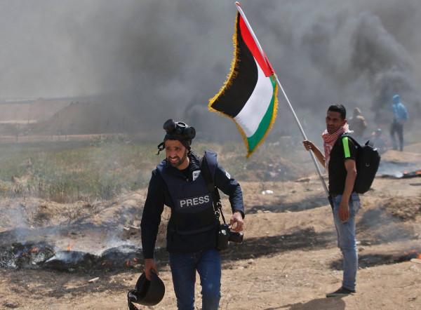 """""""مدى"""" يطالب بوقف الانتهاكات ضد الصحفيين وإطلاق سراح المعتقلين منهم"""