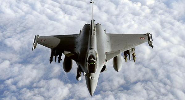 مصر وفرنسا توقعان عقد توريد 30 طائرة (رافال)